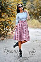 Женское приталенное платье-миди из неопрена, с карманами, и геометрическим принтом.