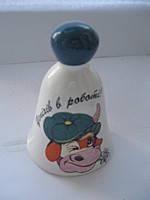 """Колокольчик керамический сувенирный """"Бичок у картузі"""" высота 9,5 см.основание 6,5 см."""