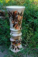 Красивая керамическая ваза Тюльпан с цветами.