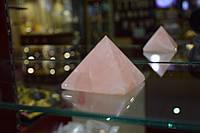 Пирамида розовый кварц