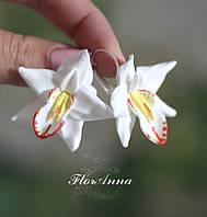 """Авторские серьги """"Белые орхидеи с росписью""""."""