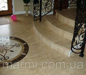Лестница и пол из мрамора