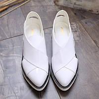 Оригинальные туфли в черном и белом цвете