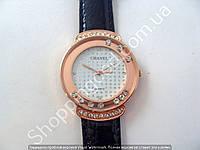 Часы Chanel 114250 женские золотистые с белым циферблатом в стразах на черном ремешке