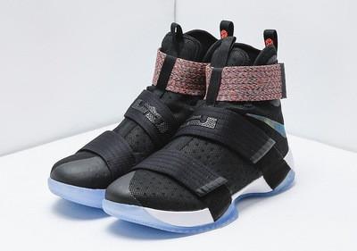 Баскетбольные кроссовки Nike Soldier 10