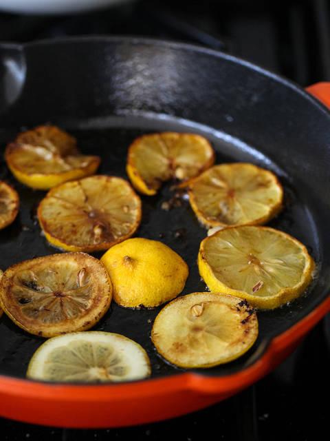 Соте из курицы с оливками, каперсами и лимонами -1