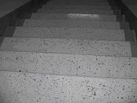 Полимерные полы с чипсами для лестничных маршей