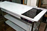 Стол с индукционной плитой и двумя полками из нержавеющей стали