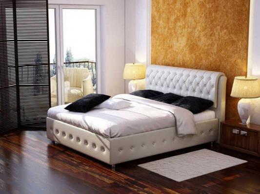 Самое комфортное место для сна – кровать с мягкой спинкой
