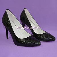 Туфли на шпильке, женские лаковые, рептилия черная. 37 размер