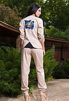 Бежевый льняной брючный костюм с принтом