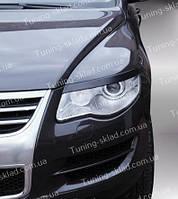 Реснички Фольксваген Туарег рестайлинг (накладки передних фар Volkswagen Touareg)