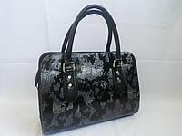 Серая лаковая сумка 0567