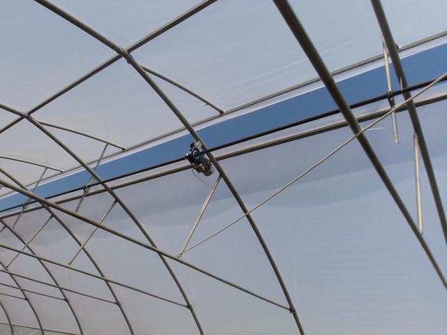 крышное проветривание в теплице-юрте