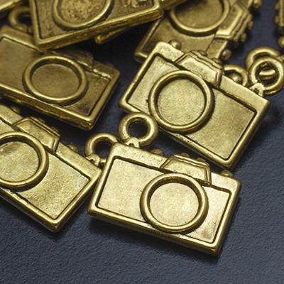 Кулон Фотоаппарат, Металл, Цвет: Античное Золото, Размер: 14х12х3мм, Отверстие 1мм, (УТ000005738)
