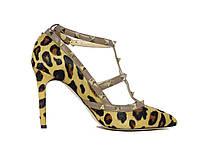 Женские туфли на каблуке леопардовой расцветки с шипами