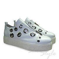 Туфли женские на платформе с люверсами белые из натуральной кожи оптом и в розницу