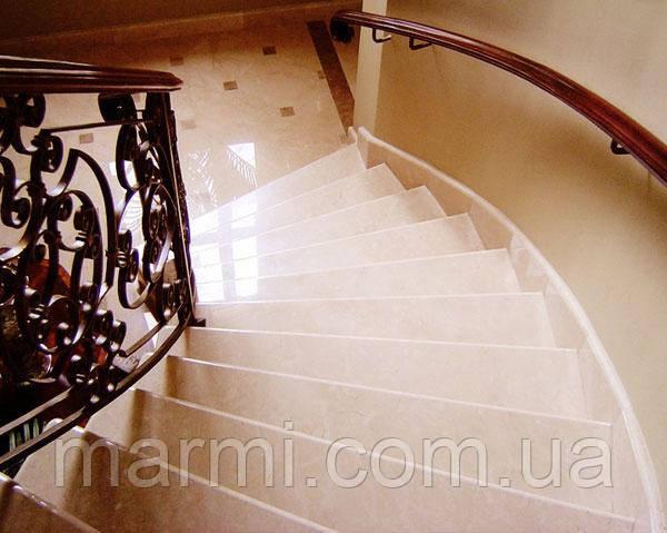 Мраморная лестница
