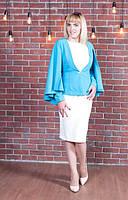 Яркий женский пиджак-пончо