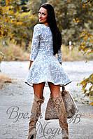 Платье короткое, приталенное, с карманчиками, осень-весна. (Цветочный принт, серо-белое) 6 цветов.