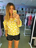 Рубашка с открытыми плечами желтая в белые бабочки