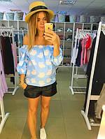 Рубашка с открытыми плечами голубая в белые облака