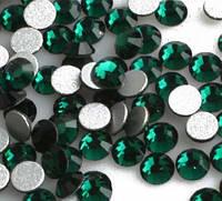 Стразы DMC зеленые стекло 100 шт. SS 3