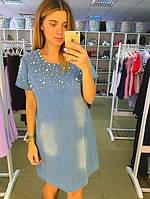 Джинсовое платье синее, у горловины украшено бусинками.