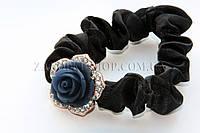 Резинка черная атлас с розочкой и камушками чешское стекло, украшение: 2.5 см, 1 штука