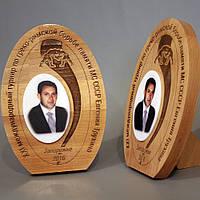 Награда из дерева для турнира по греко- римской борьбе.