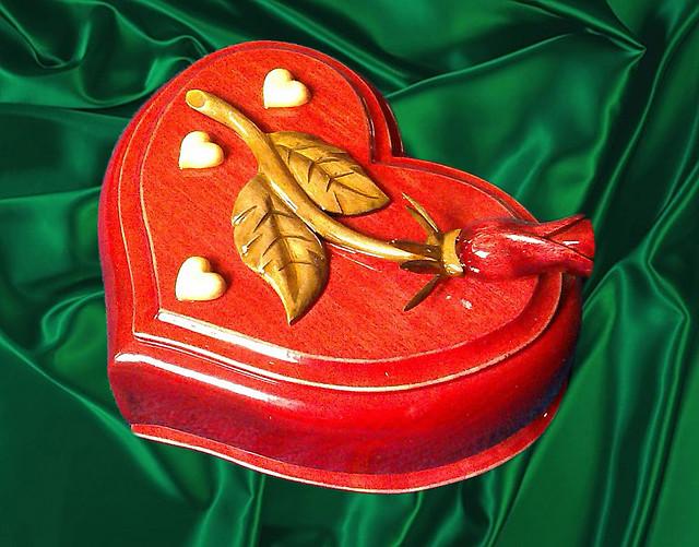 """Різьблена Шкатулка """" Серце з трояндою """""""