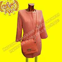 Женское яркое пальто