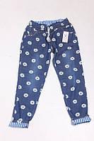 Молодежные женские джинсы в ромашках