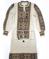 Красивый костюм из льна с вышивкой