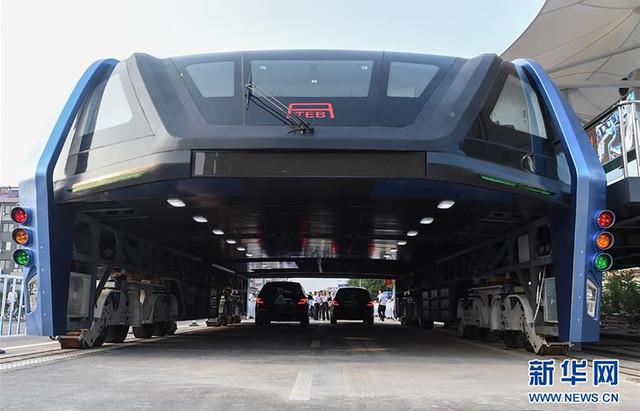 В Китае прошли испытания портального автобуса