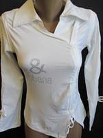 Блузка белого цвета с завязками и классическим воротником