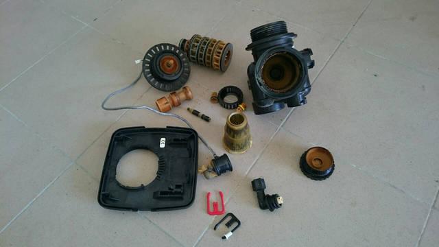 Элементы управляющего клапана до очистки