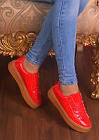 Женские красные лаковые кроссовки