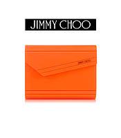 Создайте свой неповторимый образ вместе с ярким клатчом и сандалиями от Jimmy Choo