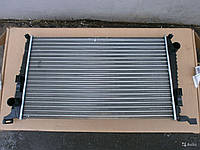 Радиатор охлаждения Renault Duster K9K-8200880550