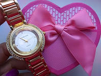 Часы золотые Michael Kors с камнями по бокам