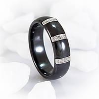Черное керамическое кольцо с цирконами