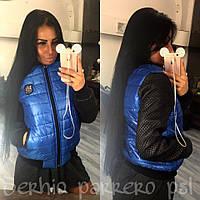 Легкая женская куртка на замочке, с стегаными рукавами. Цвет синий