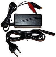 Зарядное для аккумуляторов Luxeon BC-12105, фото 1