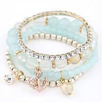 Набор браслетов в небесно голубых цветах