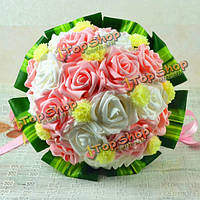 Невеста холдинг цветы розовая роза зеленые листочки свадебный букет декор