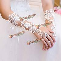 Свадебные перчатки кружевные без пальцев белые
