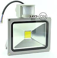 Светодиодный прожектор 20W с датчиком движения