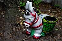 Садовая фигура ослик с корзинками.