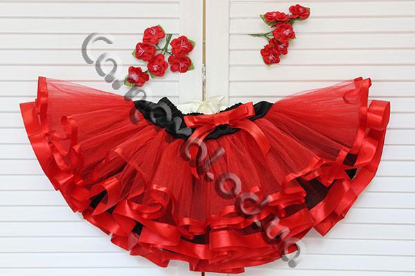 Нарядная фатиновая юбка  красная на черном поясе